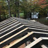 les chevrons sont prêt à recevoir le roof decking